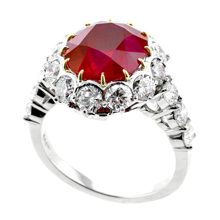 Garrard London 5 Carat Pigeon's Blood Burma Ruby Diamond Cluster Platinum Ring In Good Condition For Sale In New York, NY