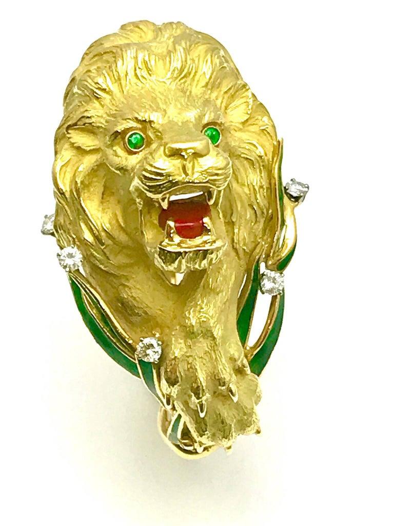 Retro Diamond and Enamel Yellow Gold Lion Bangle Bracelet For Sale
