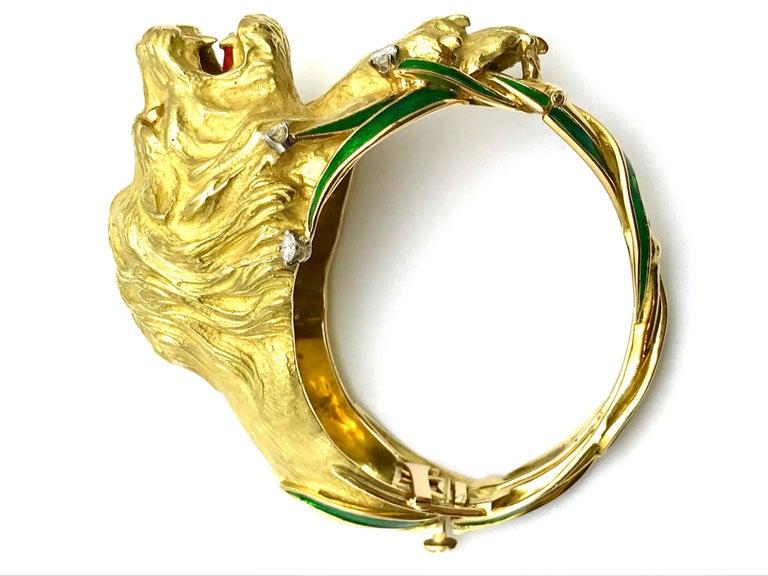 Round Cut Diamond and Enamel Yellow Gold Lion Bangle Bracelet For Sale