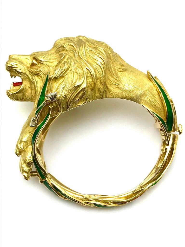Diamond and Enamel Yellow Gold Lion Bangle Bracelet In Excellent Condition For Sale In Washington, DC