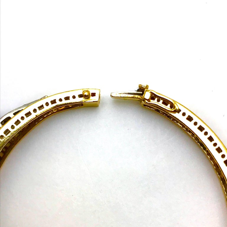 Round Brilliant Diamond White and Yellow Gold Wave Bangle Bracelet In Excellent Condition For Sale In Washington, DC