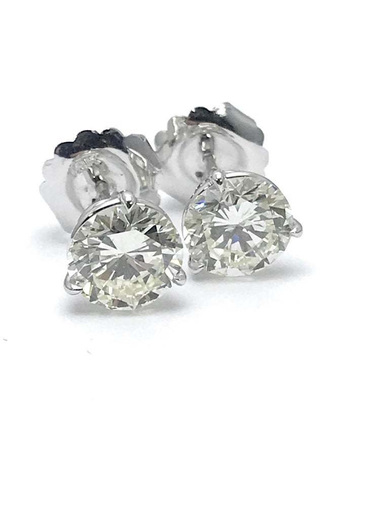 Women's or Men's 4.51 Carat Total Weight Round Brilliant Diamond Stud Earrings in Platinum For Sale