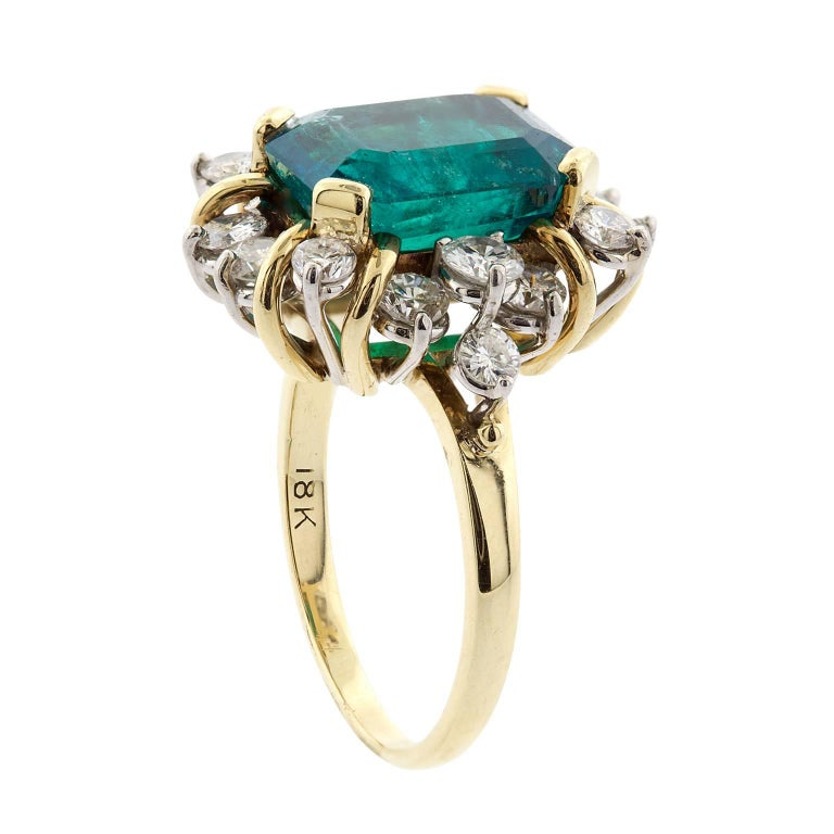 4.21 Carat Emerald Cut Natural Colombian Emerald and Diamond Gold Ring In Excellent Condition For Sale In Washington, DC