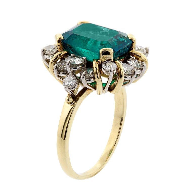 Women's or Men's 4.21 Carat Emerald Cut Natural Colombian Emerald and Diamond Gold Ring For Sale