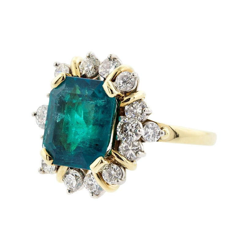 Modern 4.21 Carat Emerald Cut Natural Colombian Emerald and Diamond Gold Ring For Sale