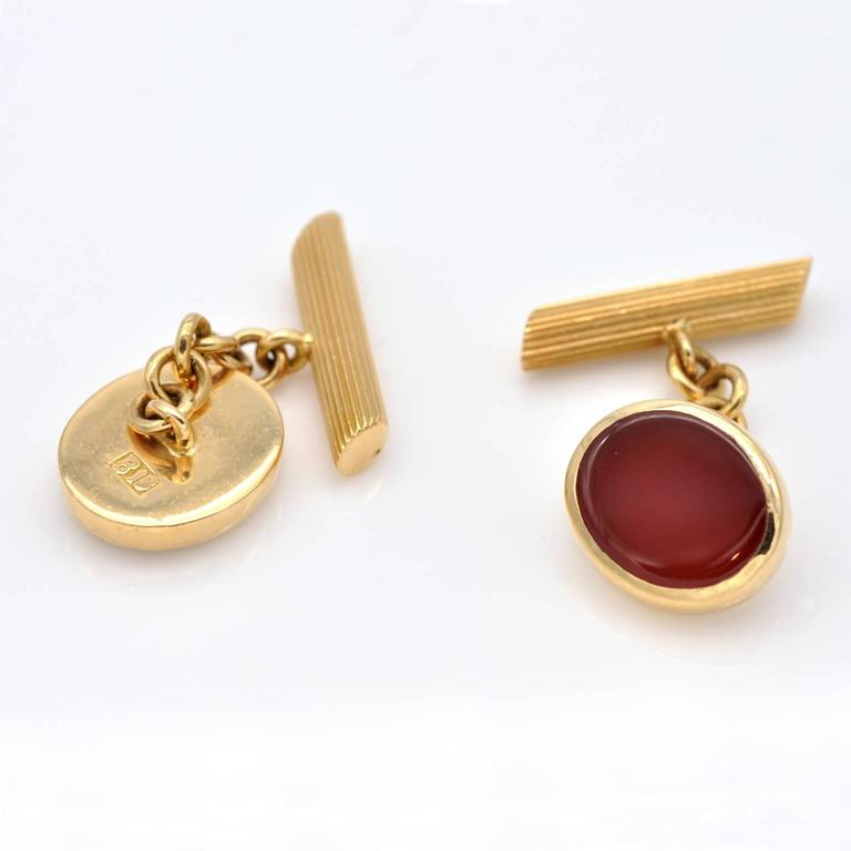 Very elegant pair of 18 kt Yellow gold and carnelian oval cufflinks.  the head is 1.3 x 1.1 cm ( 51 x 43 in)