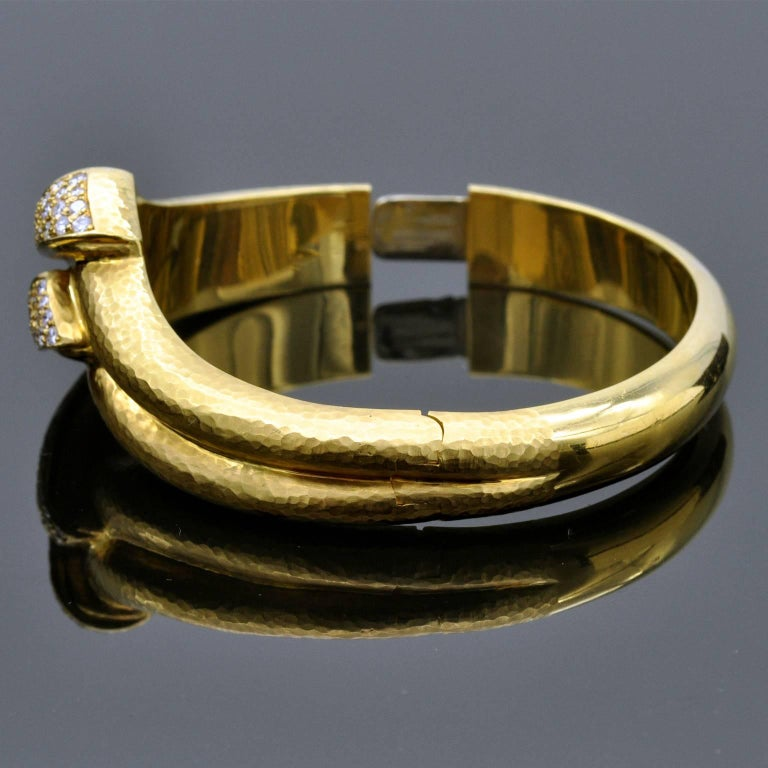 Hammered Gold and Diamond Cuff Bracelet In New Condition For Sale In Monte Carlo, MC