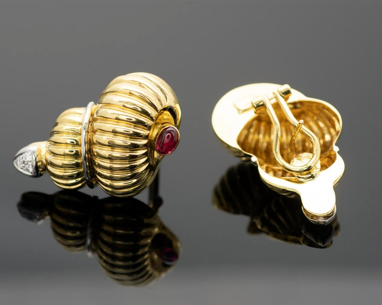 Contemporary Gold Ruby and Diamond Earrings and Brooch Jewelry Set For Sale