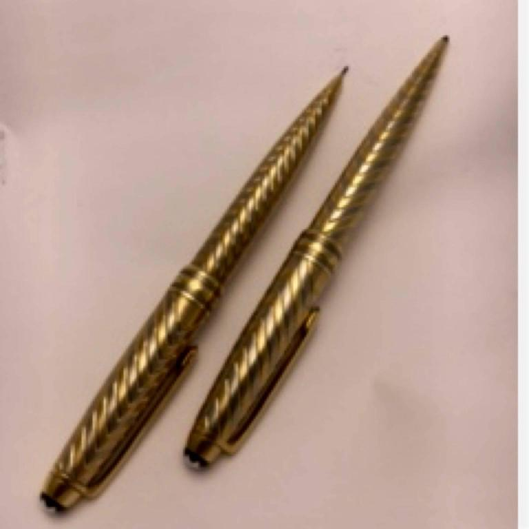 Montblanc Meisterstuck Two Color Gold Pen and Pencil Set In Excellent Condition For Sale In Nashville, TN