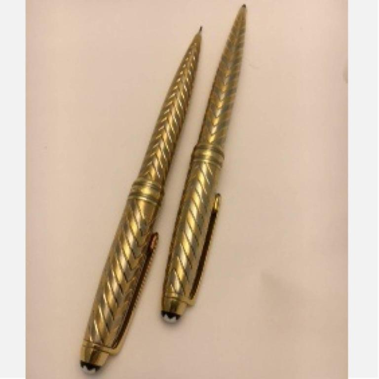 Women's or Men's Montblanc Meisterstuck Two Color Gold Pen and Pencil Set For Sale