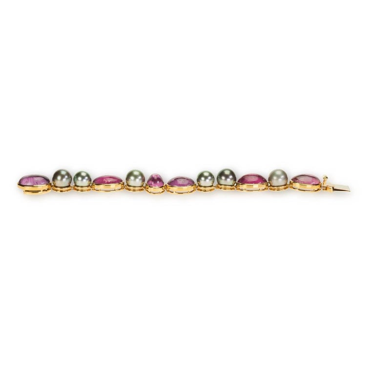 Contemporary de Vroomen So.Sea Tahitian Pearl and Rubellite Tourmaline Bracelet in 18 Kt Gold For Sale