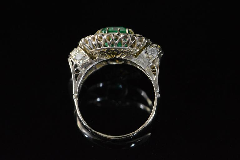 1.68 Carat Emerald 1.32 Carats Mine Cut Diamonds Gold Ring For Sale 1