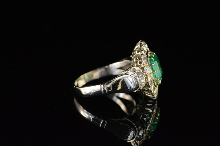 Women's  1.68 Carat Emerald 1.32 Carats Mine Cut Diamonds Gold Ring For Sale