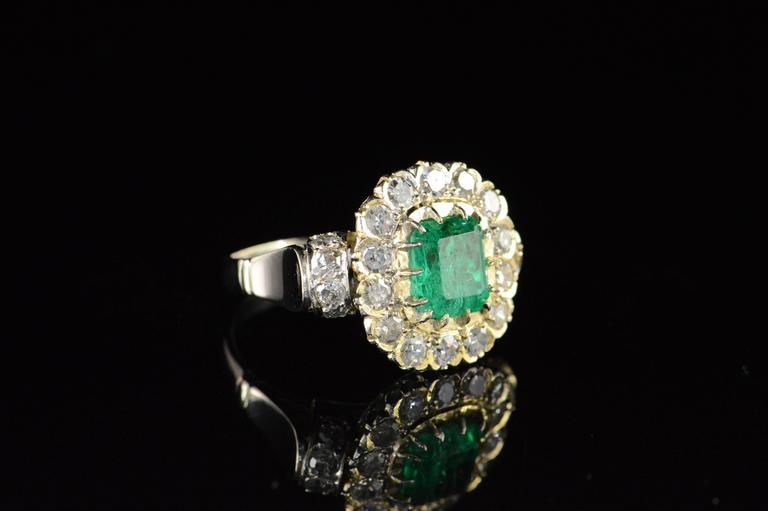 1.68 Carat Emerald 1.32 Carats Mine Cut Diamonds Gold Ring In Excellent Condition For Sale In Frederick, MD