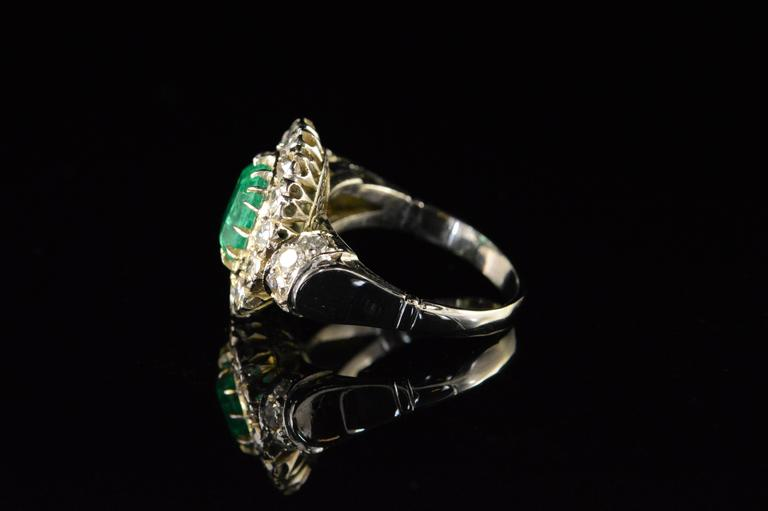 1.68 Carat Emerald 1.32 Carats Mine Cut Diamonds Gold Ring For Sale 4