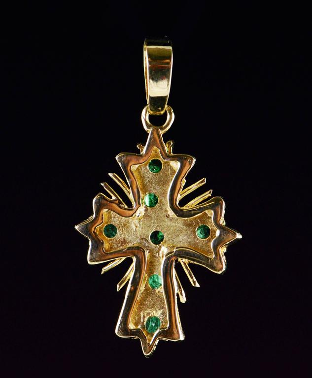 Emerald Gold Cross Pendant  In Excellent Condition For Sale In Frederick, MD