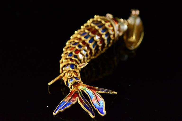 Women's or Men's Victorian Era Chinese Red and Blue Enamel Gold Articulated Fish Pin For Sale