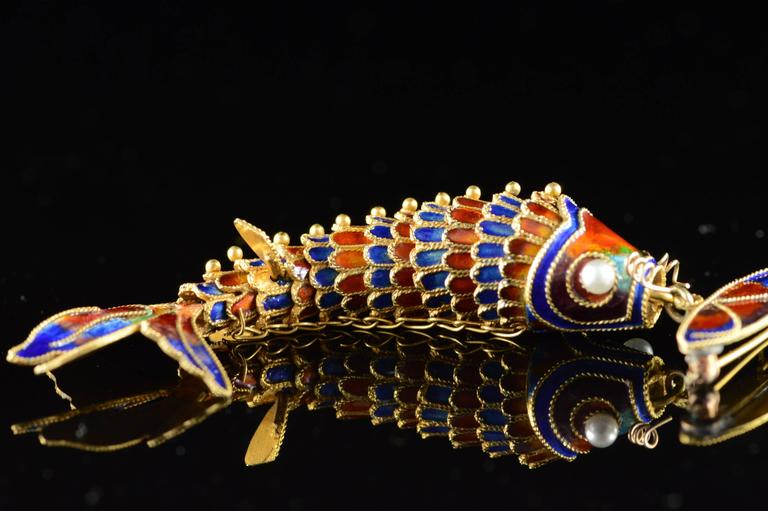 Victorian Era Chinese Red and Blue Enamel Gold Articulated Fish Pin For Sale 4