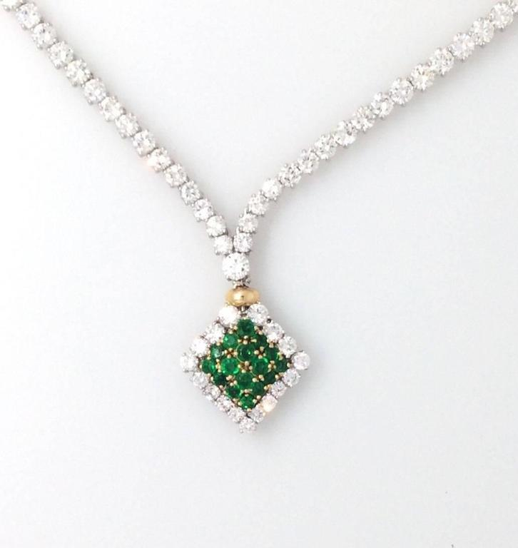 Women's 23.50 Carats Diamonds Emerald Gold Necklace  For Sale