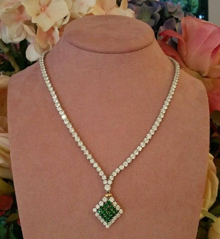 23.50 Carats Diamonds Emerald Gold Necklace  For Sale 6