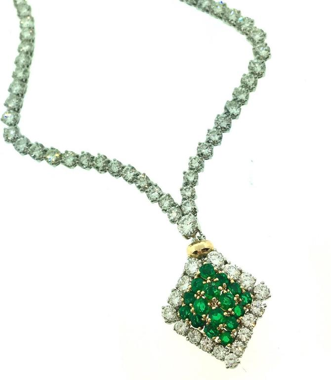 23.50 Carats Diamonds Emerald Gold Necklace  For Sale 1