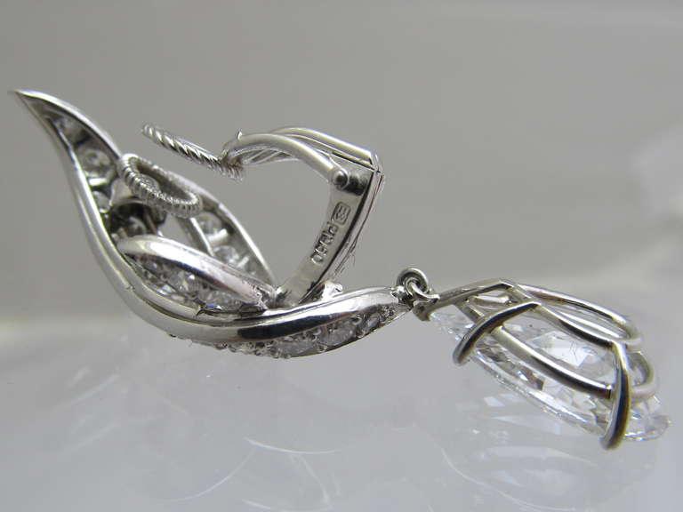 Harry Winston Diamond Drop Earrings For Sale 1