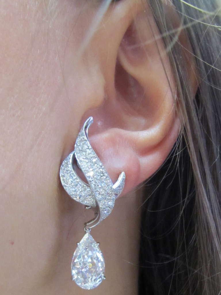Harry Winston Diamond Drop Earrings For Sale 4