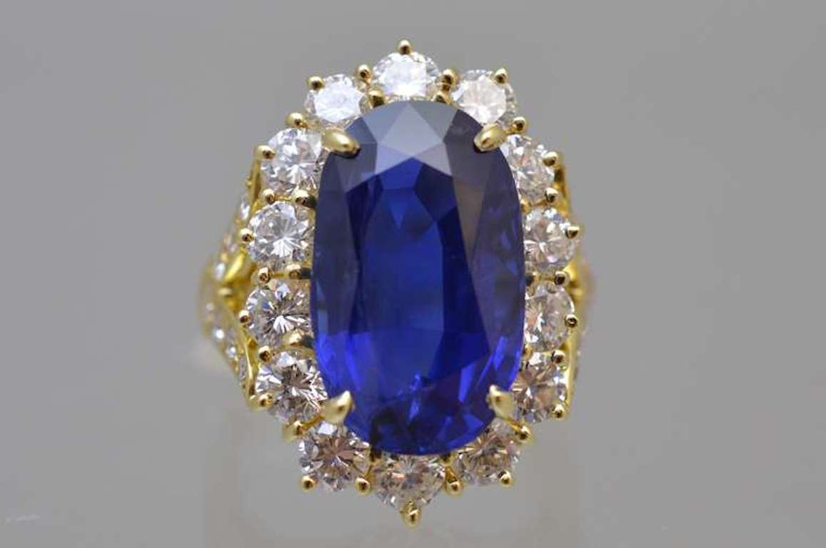Women's Van Cleef & Arpels No Enhancement Burmese 12.01 carat Sapphire  Diamond  Ring For Sale