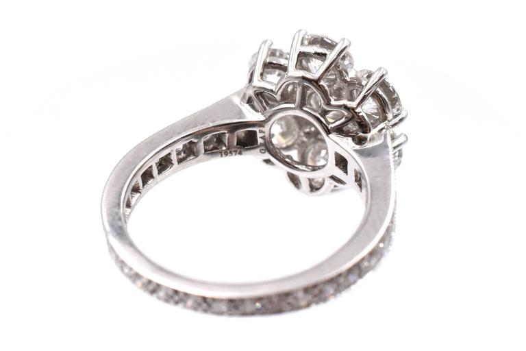 Graff Diamond Flower White Gold Ring  In Excellent Condition For Sale In New York, NY