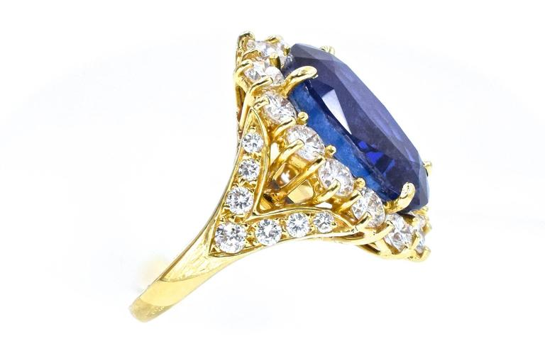 Van Cleef & Arpels No Enhancement Burmese 12.01 carat Sapphire  Diamond  Ring For Sale 2