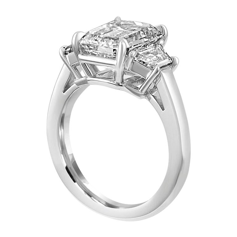 Contemporary 4.08 Carat Emerald Cut Diamond Set in Platinum Ring Mounting For Sale