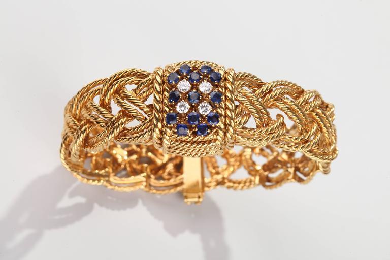 1960s Boucheron Paris Braided Gold  Mechanical Bracelet Wristwatch In Excellent Condition For Sale In Paris, FR