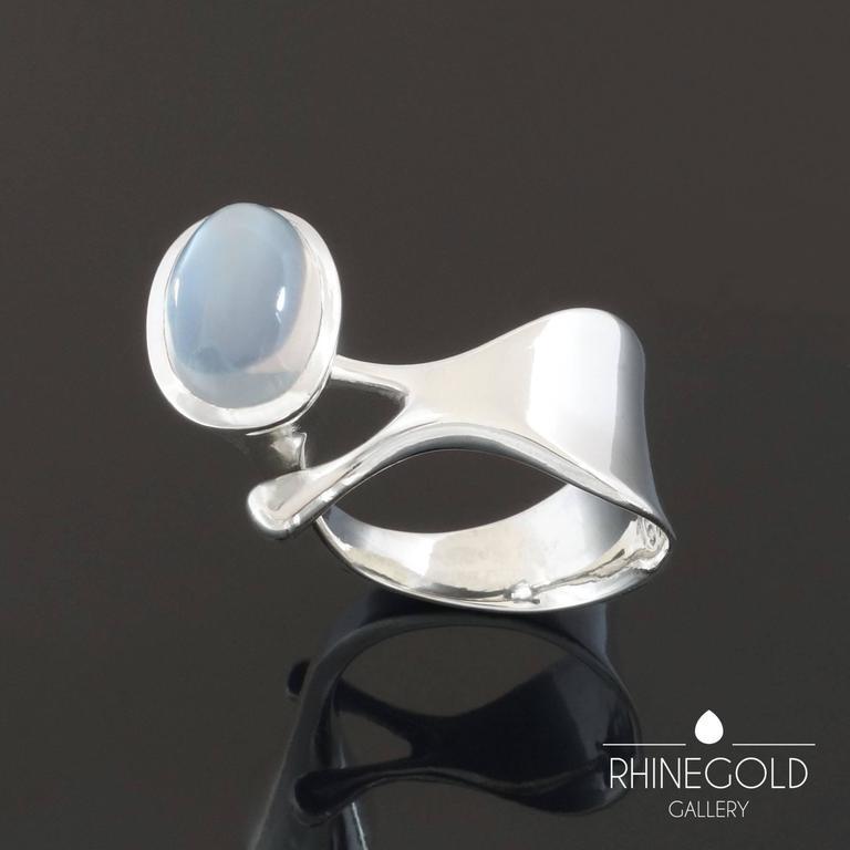 1960s Georg Jensen Torun Bulow Hube Modernist Moonstone Silver Ring Nr.152 For Sale 1