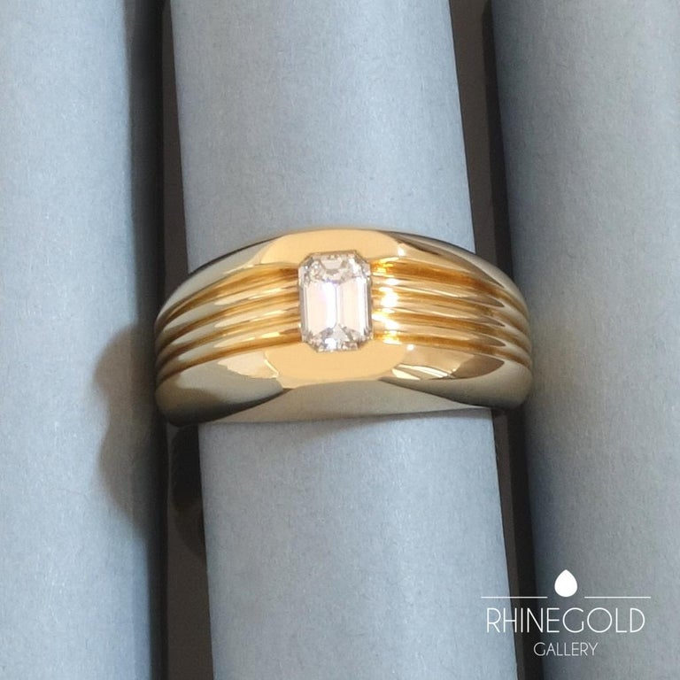 Carl Bucherer Emerald Cut Diamond Rose Gold Gents Men's Ring In Excellent Condition For Sale In Dusseldorf, NRW