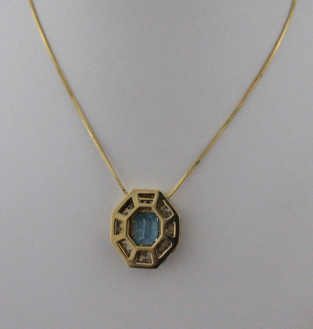 5.5 Carat Aquamarine & Diamond Gold Pendant Necklace For Sale 1