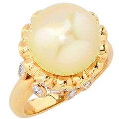 Golden Pearl and Diamond 18 Karat Yellow Gold Ring