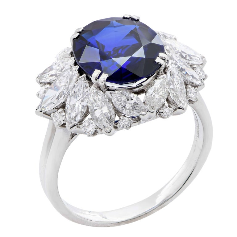 Modern Harry Winston 5.78 Carat Natural Sapphire and Diamond Platinum Cocktail Ring For Sale
