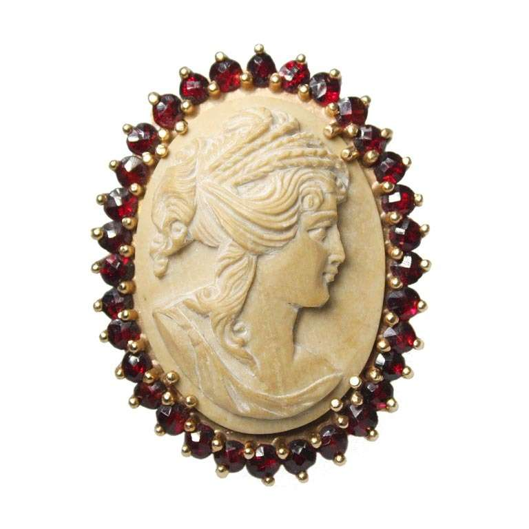 Lava Cameo and Garnet Gold Ring. 5
