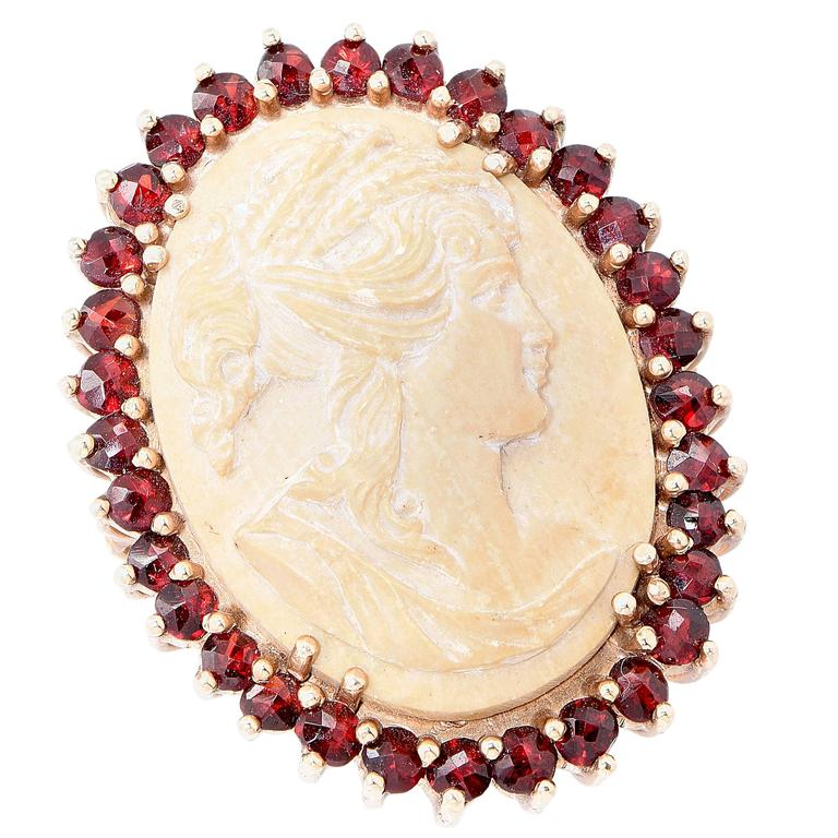 Lava Cameo and Garnet Gold Ring. 4