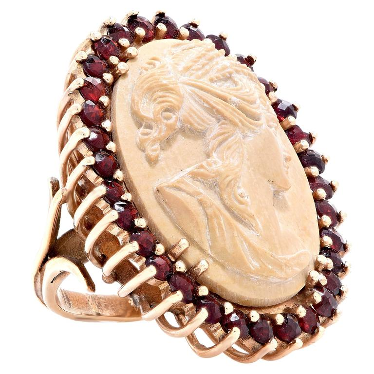 Lava Cameo and Garnet Gold Ring. 7