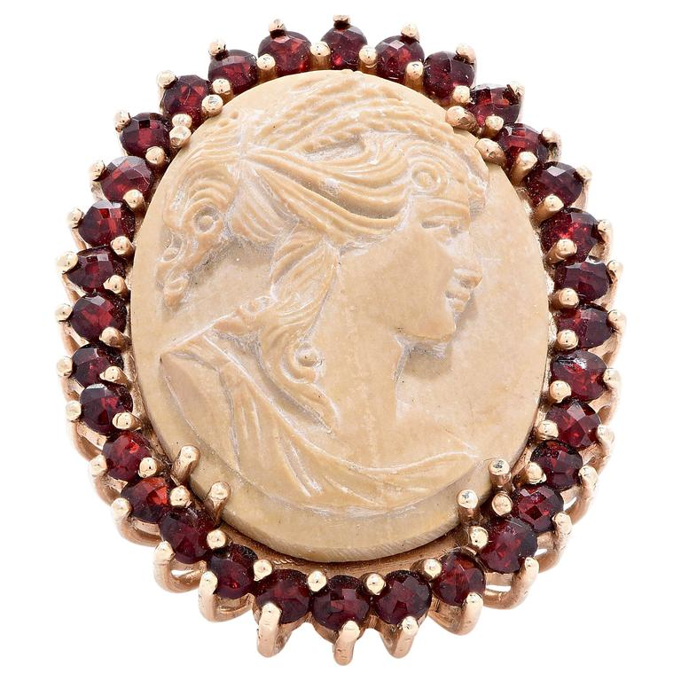 Lava Cameo and Garnet Gold Ring. 8