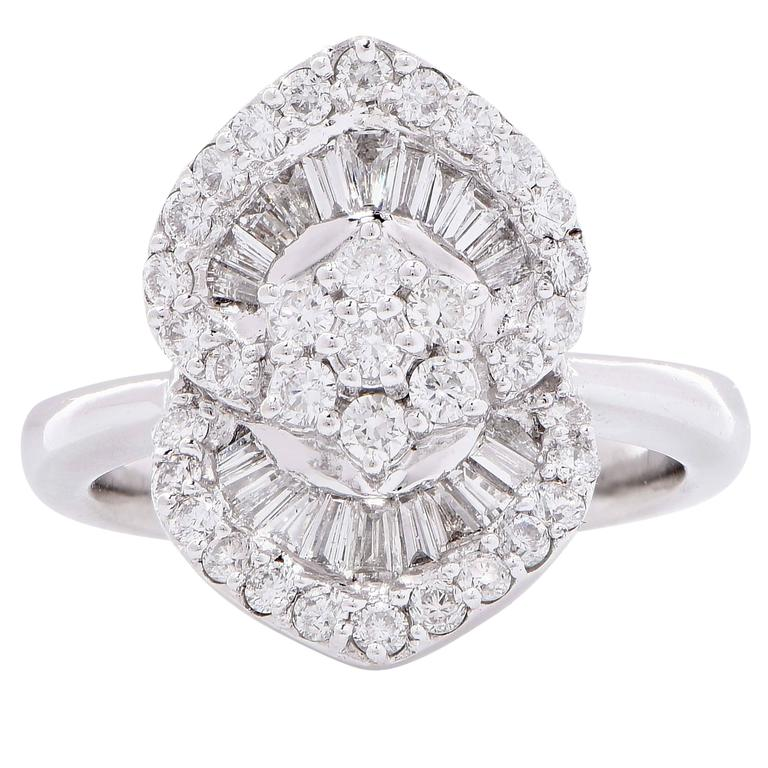 1.25 Carat Diamond White Gold Flower Cocktail Ring In Excellent Condition For Sale In Coral Gables, FL