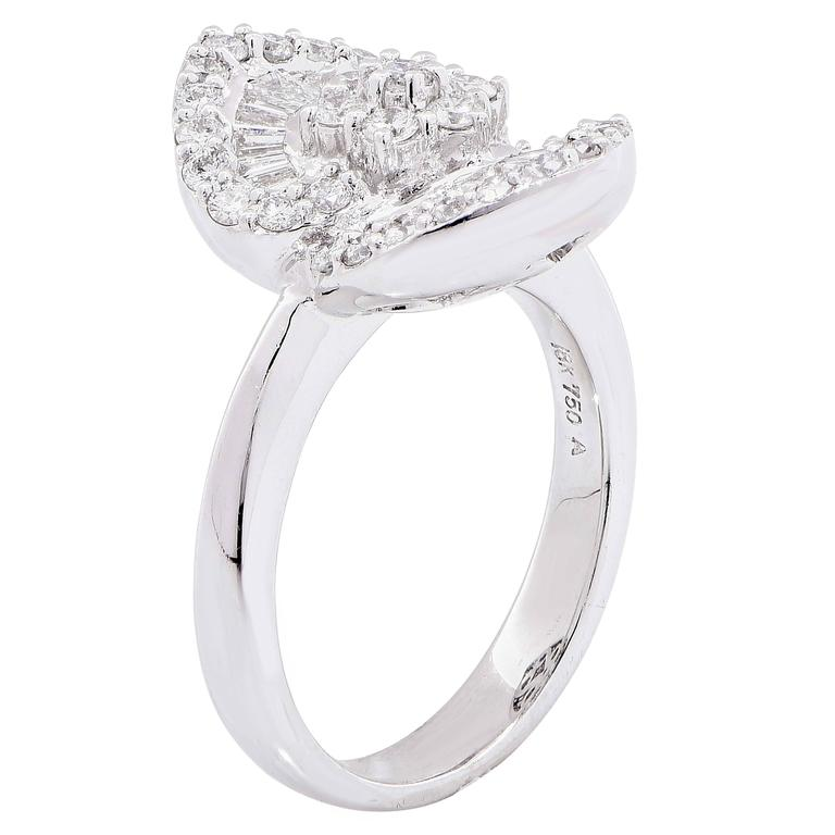 1.25 Carat Diamond White Gold Flower Cocktail Ring For Sale 1