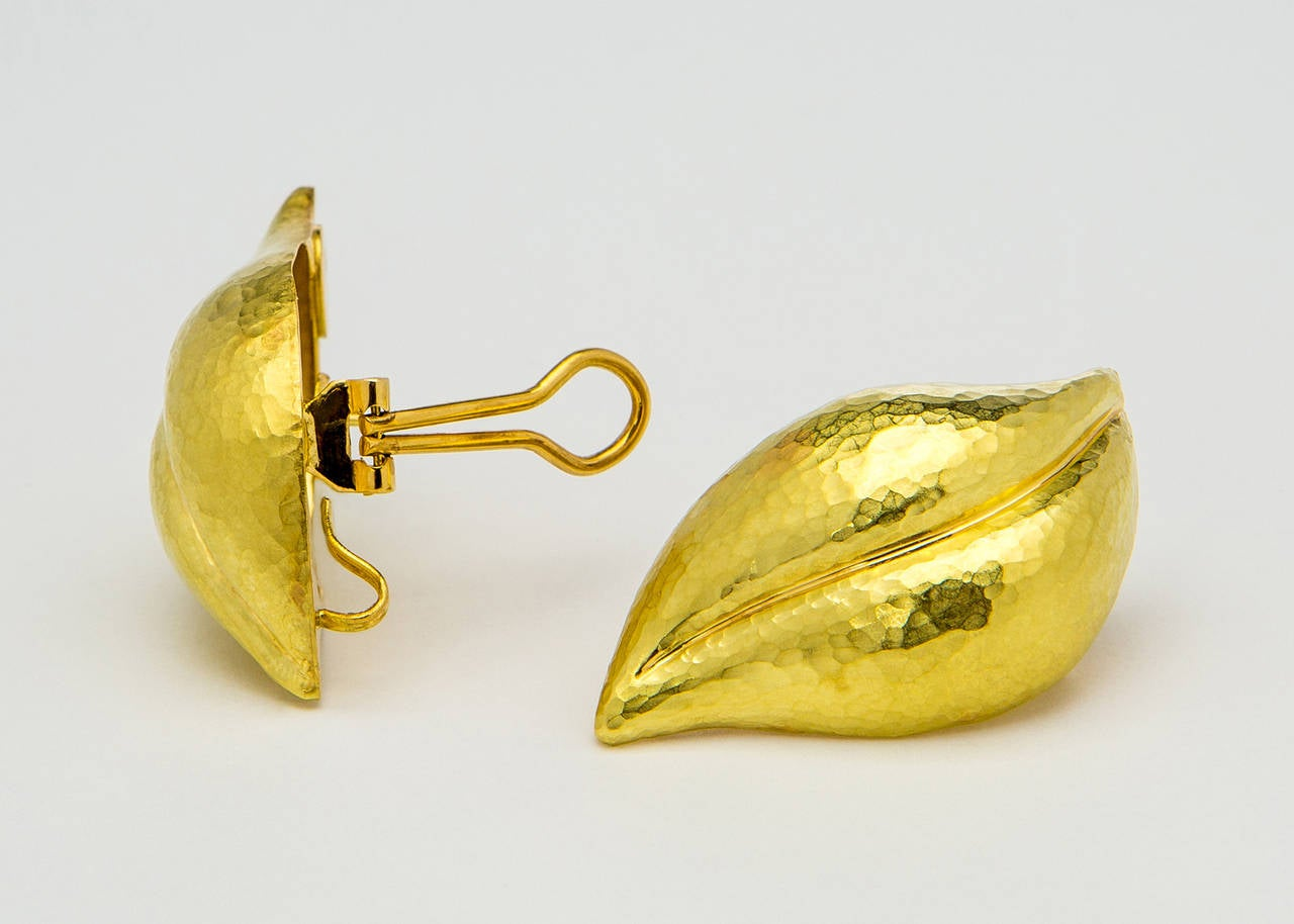 The wearable art of Paloma Picasso is at its best in this three dimensional textured leaf earring. A big and bold size of 1 3/4 inches in length makes these a great statement piece !!!
