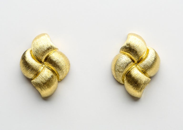Henry Dunay Gold Sabi Finish Quilted Earrings In Excellent Condition For Sale In Atlanta, GA