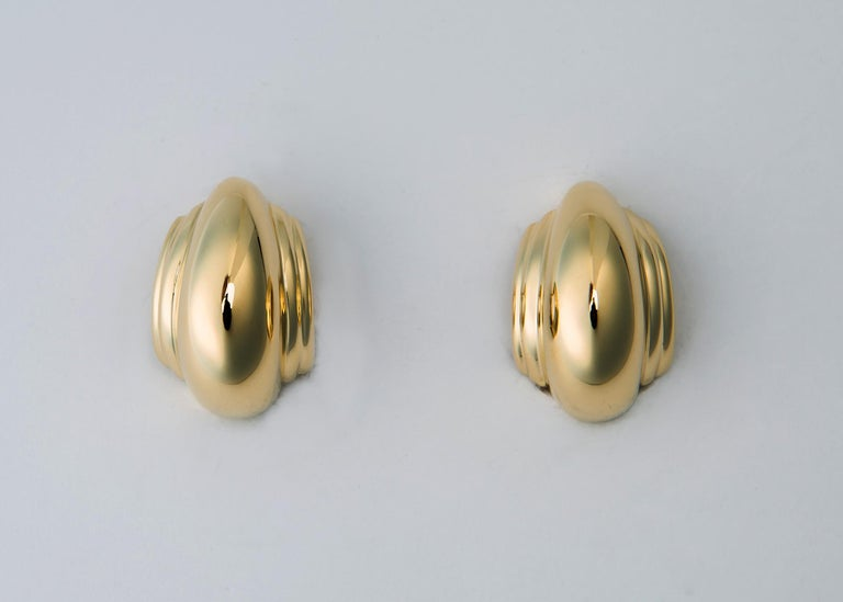 Tiffany & Co. Paloma Picasso Domed Gold Earrings In Excellent Condition For Sale In Atlanta, GA