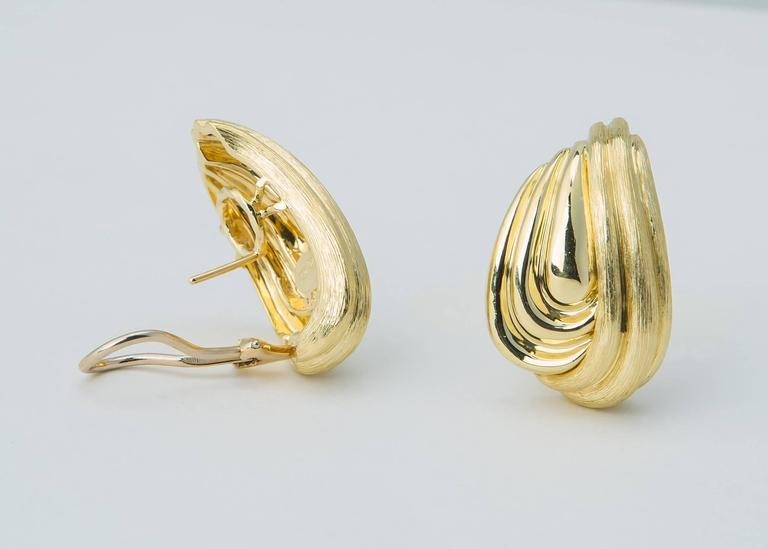 Classic soft flowing lines make this Henry Dunay earring a flattering choice. The elegance of Henry Dunay's Sabi finish is beautifully paired with bright shiny accents. 1 1/4 inches in length.