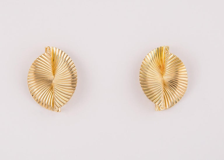 Modern Tiffany & Co. 1960s 18 Karat Fluted Fan Motif Earrings For Sale