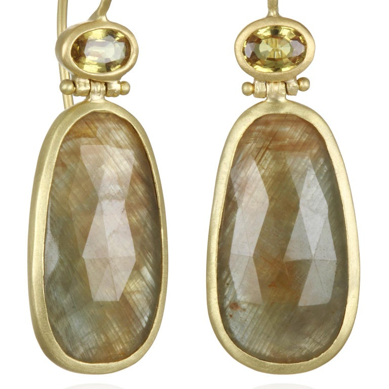 Faye Kim Bezel Hinge Yellow Sapphire Drop Earring In New Condition For Sale In Westport, CT
