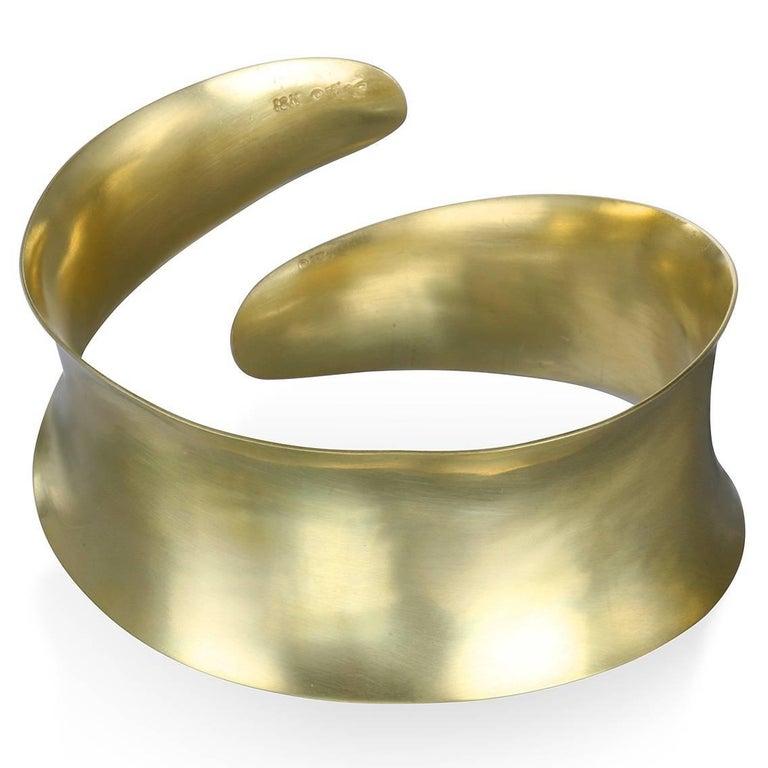 Women's Faye Kim 18 Karat Gold Anticlastic Cuff Bracelet For Sale